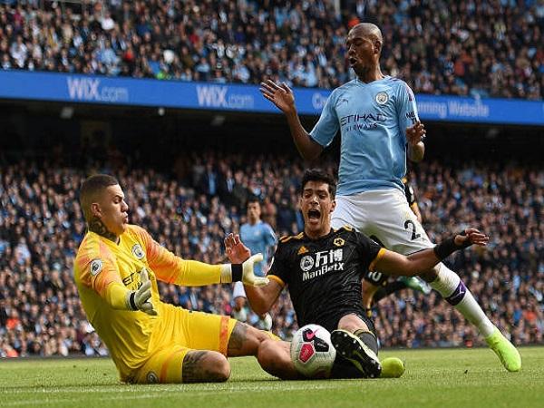 Man City gục ngã trước Wolverhampton